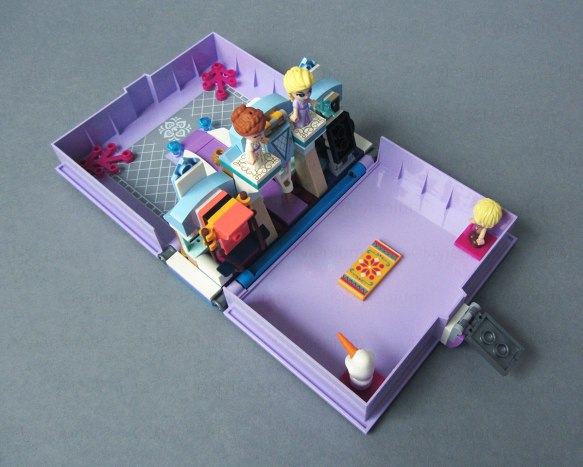 LEGO Disney, Frozen Storybook (43175), Transport Configuration with Figures in Place